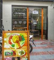 Lola Restaurant and Coffee