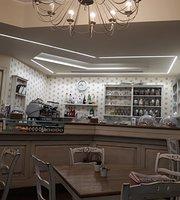 Bonheur Cafe