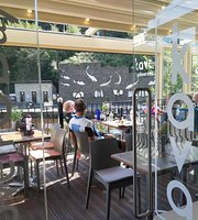 Kava canalside cafe