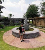 Moai Cafe'&Resort Cha-am