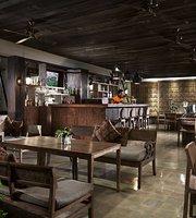 Pavoz Restaurant & Bar