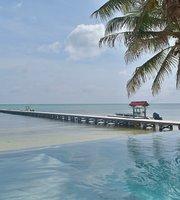 Rojo beach bar and lounge