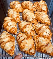 Croissland by Ngonbakery