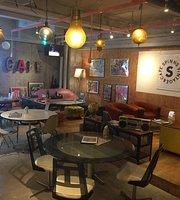 Spinns Vintage & Cafe