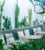 U Chi - Coffee + Tea + Lounge