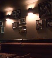Bar Hendrick's