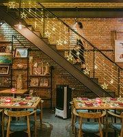 Retro Kitchen and Bar