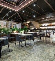 White Restaurant & Lounge Bar