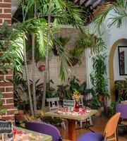 Quintaluna Cafe Cultural