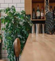 Distinto Eatery & Tapas Bar