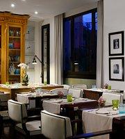 Paparazzi Lounge Restaurant