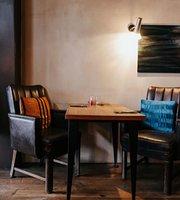 Louies Cafe & Tapas Bar