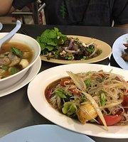 Mae Nid Som Tum - Si Phraya