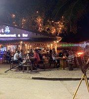 Boat Bar & Restaurant