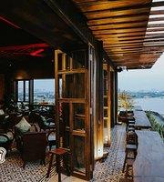 Cà Phê Cô Ba Đồng Khởi Rooftop