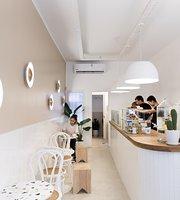 Blanca Deco Cafe