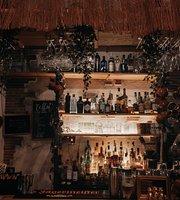 Los Monos Sabios Tiki Bar