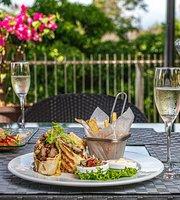 Shana Restaurant & Lounge Pool Bar