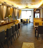 Hi5h lounge bar & indická restaurace