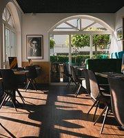 Artisst Restaurant & Bar