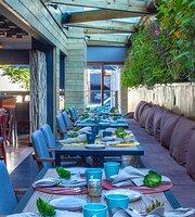 Wood Lounge Bar & Restaurante