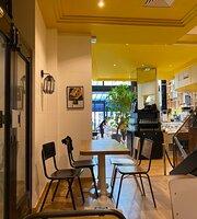 Cafe Joyeux Champs-elysees