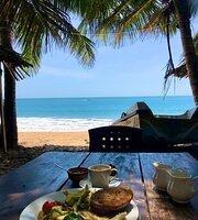 Tom And Jerry Beach Hotel & Restaurant