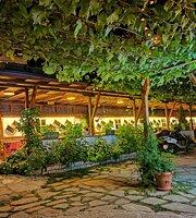Çeşmeli Konak Cafe Garden