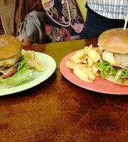 Meets Burger Cafe