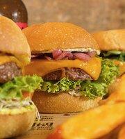 Hank Burger Paris Archives