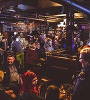 British Pub Old Mates Levi