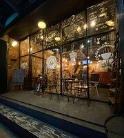 Cafe Kayu Manies