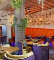 The Lounge Wine & Dine