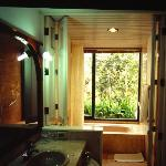 The bathroom with view to the forest