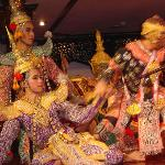 the Orientals Thai Banquet features traditional Thai dancing