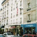Outside view of Hotel Printemps on Rue Commerce