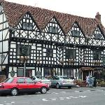 Front of Tudor House Inn