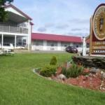 Golden Knight Inn and Suites