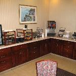 Breakfast room - continental breakfast + waffels & otameal