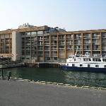 Holiday Inn - Waterfront - Kingston with ship alongside