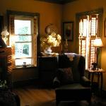 The warn and cozy living room is a wonderful place to read in the evenings!