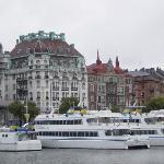 The hotel from across the water (Nybrokajen)