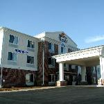 Holiday Inn Express at 101 Crosswinds Drive in Lititz, Pa.