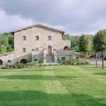 Casa Portagioia lawn and main house