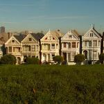 Postcard perfect houses with gorgeous view of the skyline.