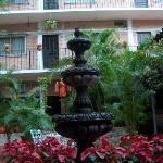 Posada De Roger courtyard