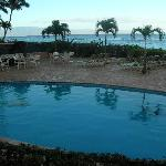 The Hololani pool with the ocean as a backdrop