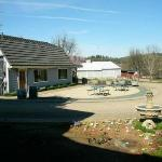 Deavers wine tasting area next door to Amador Harvest Inn