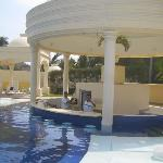 solarium/swim up bar
