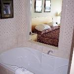 Two person jet tub...very nice!